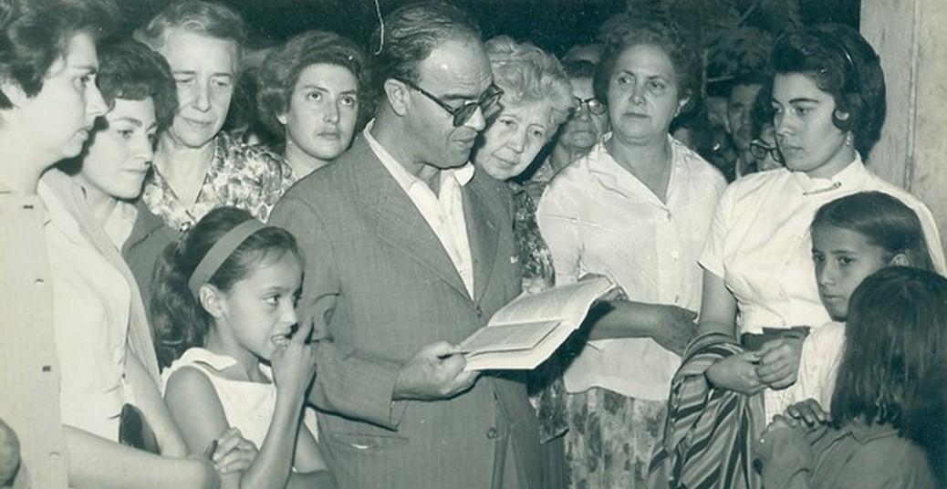 Chico lendo na Peregrinação - 1971
